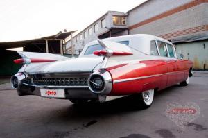 Прокат Cadillac Fleetwood Brougham на свадьбу 0