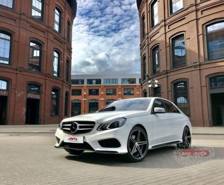 Прокат Mercedes-Benz E212 AMG на свадьбу