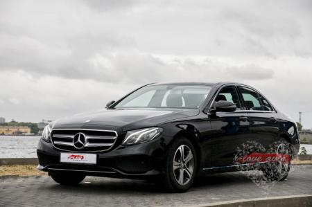 Прокат Mercedes-Benz E213 на свадьбу